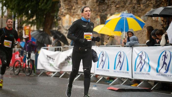 בוקר פריצת גבולות + מרתון טבריה + צליחת הכינרת בכרטיס אחד!